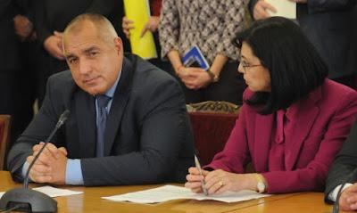 """Защо не обещахте 50% на учителите пред 12 000 в """"Арена Армеец"""", пита Кунева"""