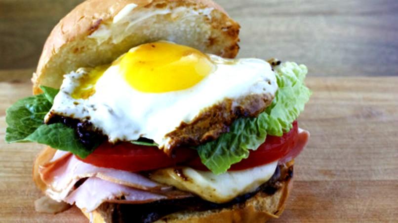 chivito-sandwich