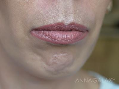 Как выглядит на губах Губная помада Lamel Insta Girl lipstick 101 Pink Latte