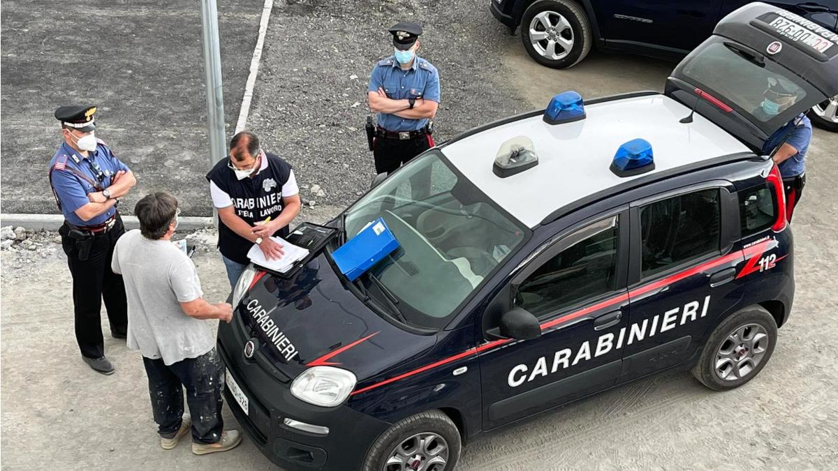 Maletto lavoratori in nero cantiere Carabinieri