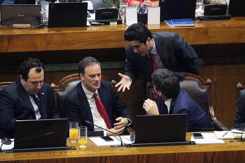 Cámara aprueba condonar multas e intereses a deudores del CAE