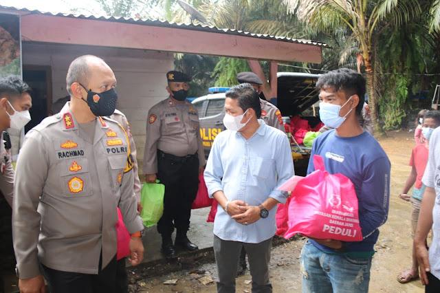 Kapolda jambi memberikan bantuan sembako SAD nalo tantan kabupaten merangin