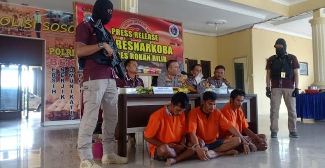 Pengedar 15 Kilo Sabu Malaysia Ditangkap Sedang Ngopi