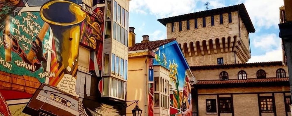 Arte mural y torres medievales en la visita Vitoria-Gasteiz
