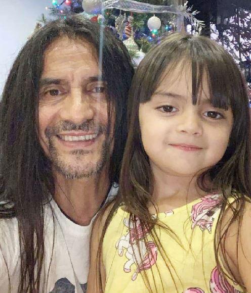 El Coca Mendoza habla de su paternidad post 50 años