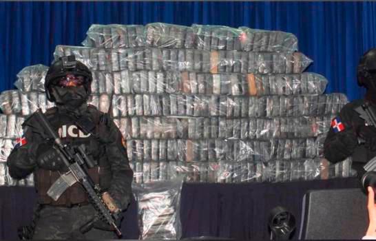 Un año de prisión preventiva contra tres personas arrestadas por vinculación a más de 400 kilogramos de cocaína en Bonao