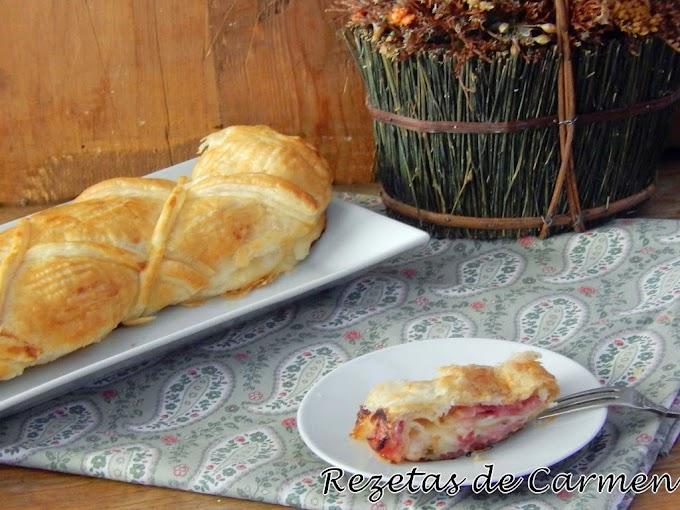 Hojaldre enrollado de bacon y queso