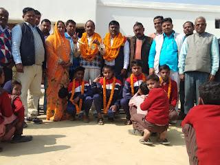 Jaunpur : राष्ट्रीय मास्टर एथलेटिक्स प्रतियोगिता में मड़ियाहूं के दो प्रधानाध्यापकों को मिला पदक