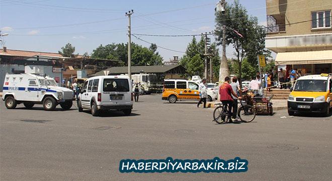 Diyarbakır E Tipi Kapalı Cezaevi önünde silahlı kavga: 2 yaralı
