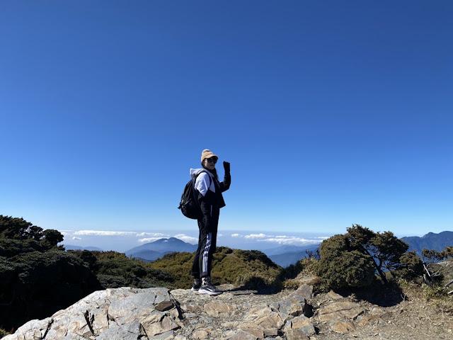 為了維持曼妙曲線,寶石我也是會趁空閒的時間運運動,  像是快走、健身、爬山都是我很喜歡的運動,  遠離型態老態龍鍾,是需要長期抗戰的!