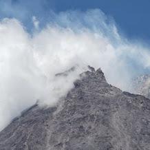 Cara BPPTKG Mengukur Kecepatan Wedhus Gembel dan Magma Gunung Merapi