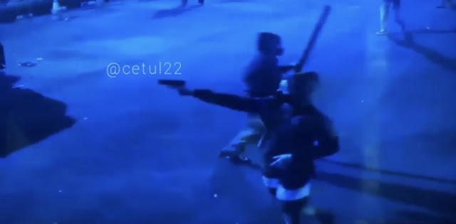 Dari Rekaman CCTV, Massa Penyerbu Mapolsek Ciracas Ada Yang Bawa Senpi