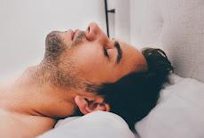 كيف يؤثر النوم على نمو العضلات؟