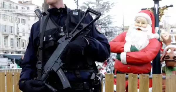 Τα διαφορετικά Χριστούγεννα - Με τον φόβο «εφόδου» της Αστυνομίας και του Εισαγγελέα ακόμα και στα σπίτια