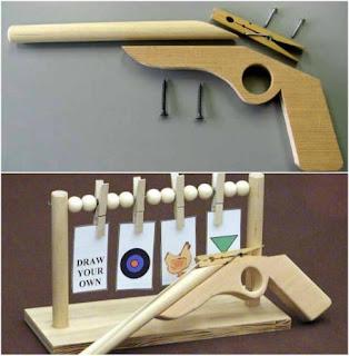Pistol mainan berbahan kayu aman untuk anak