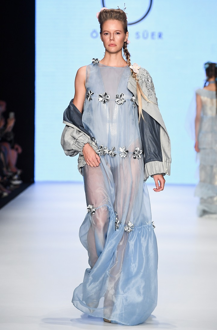 Özge Ulusoy ile giyim modelleri 2019