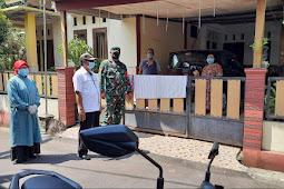 Babinsa bersama Bidan Desa Bagikan Obat Gratis Dari Pemerintah