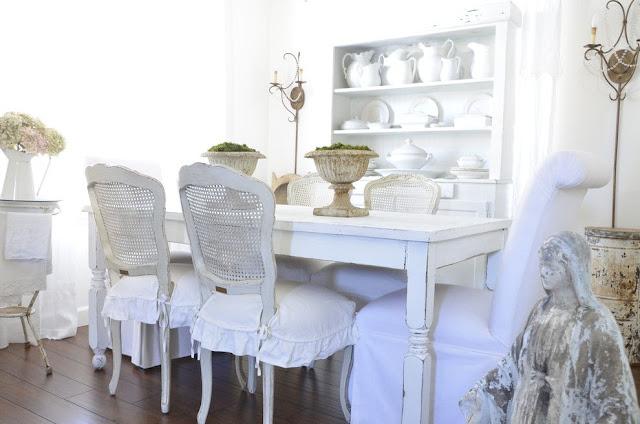 Ruang Makan Bertema Shabby