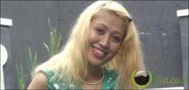 Sania Dengan Rambut Pirang
