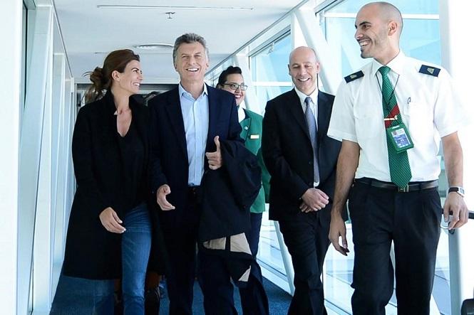 Mauricio Macri, otra vez de viaje: ahora se fue a Francia y Suiza junto a su familia