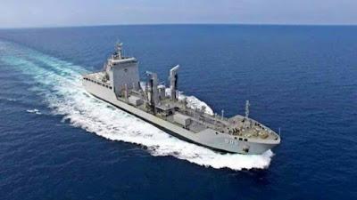 Kapal Bantu Cair  Minyak KRI Tarakan - 905