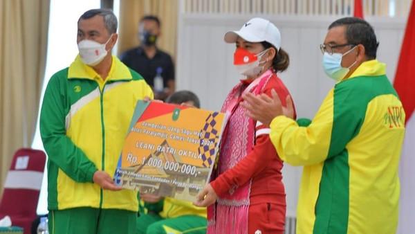 Gubernur Riau Beri Bonus Rp 1 M ke Peraih Emas Paralimpiade Leani Ratri