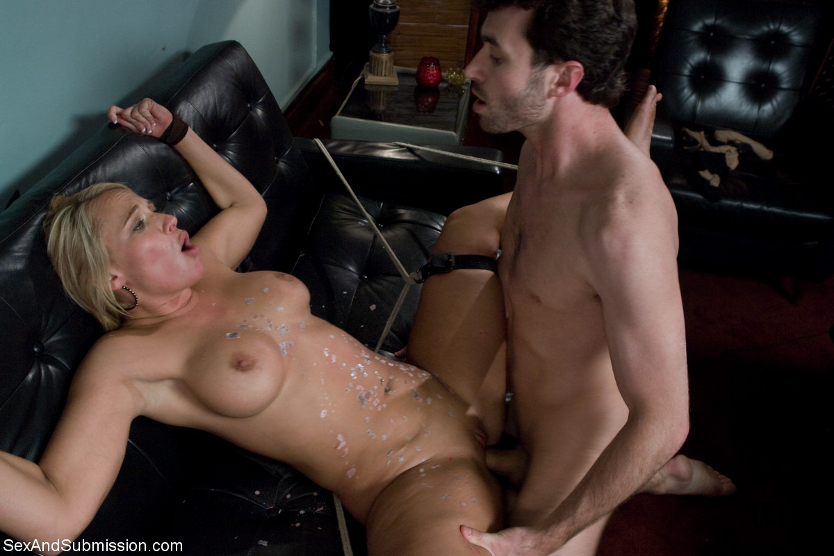 Hot hunk james deen gets his tool sucked by a redhead 3