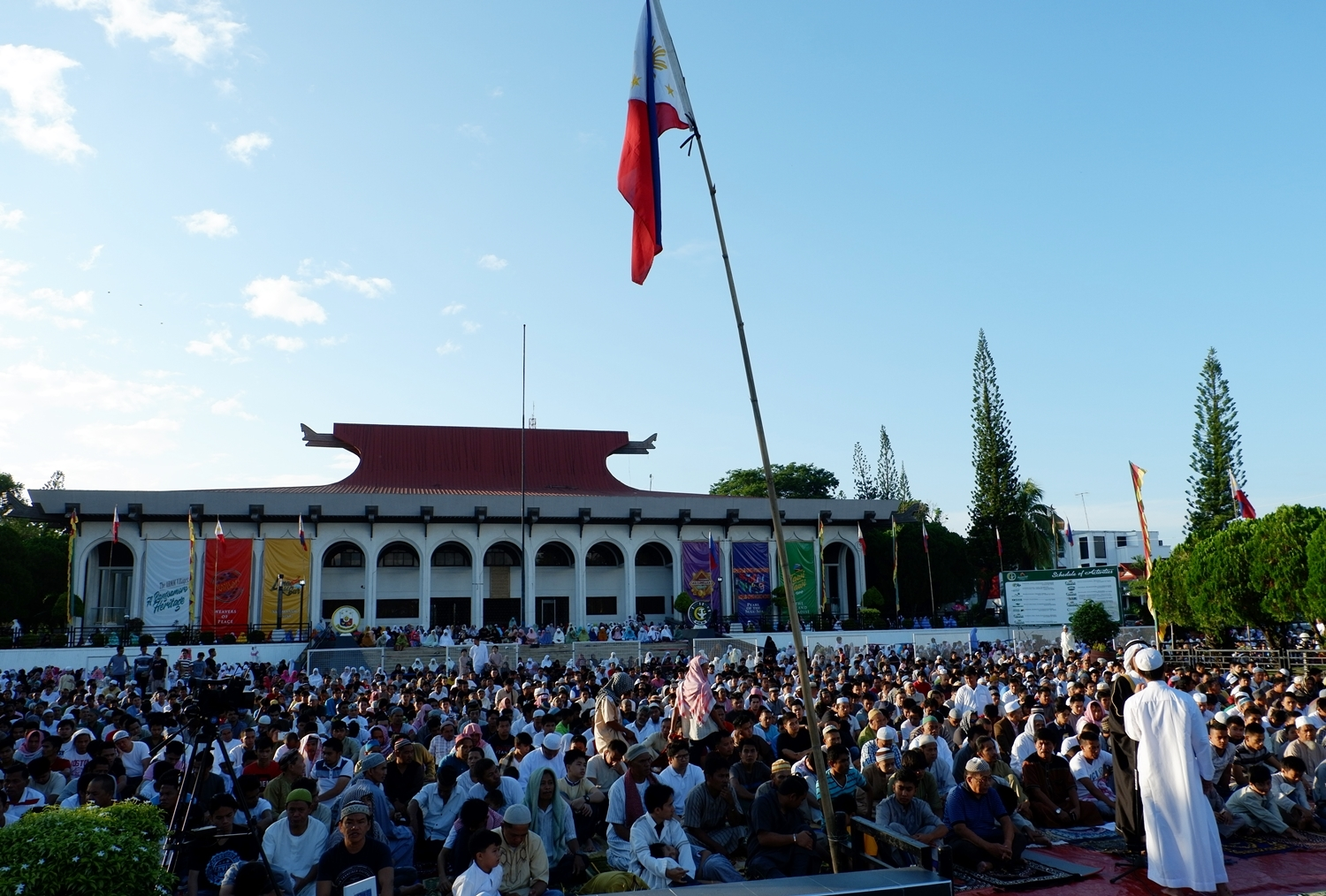 Thousands celebrate Eid'l Fit'r at Bangsamoro's Office of the Chief Minister Compound