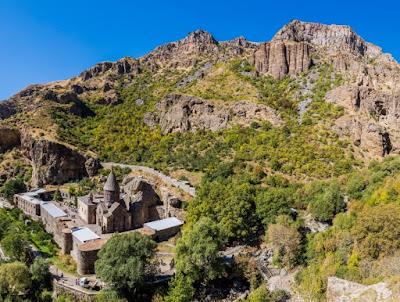 El Monasterio de Geghard y valle alto del Azat