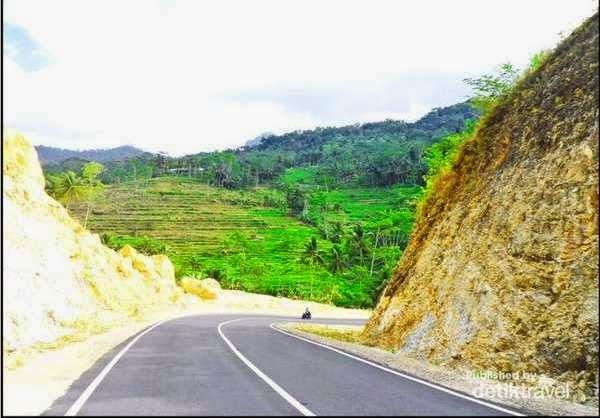 Info wisata pantai Soge Kabupaten Pacitan, Jawa Timur.