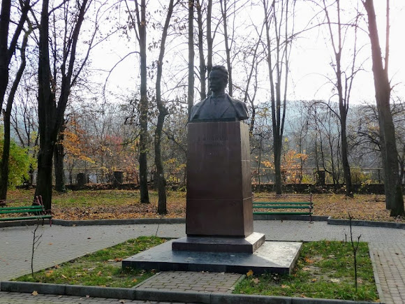 Свалява. Парк. Памятник И. Я. Франко