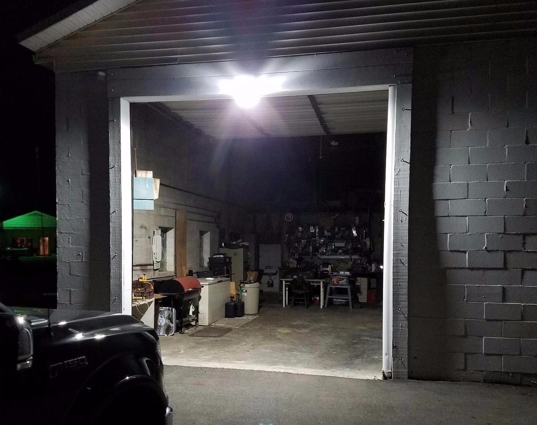 Dusk To Dawn LED Outdoor Barn Light 35W 150W Equiv 5000K Daylight 2500l