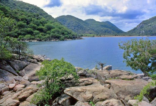 قائمة بأكبر عشر بحيرات في العالم