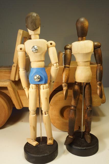 Custom Jeep Willys y figuras Madelman en madera