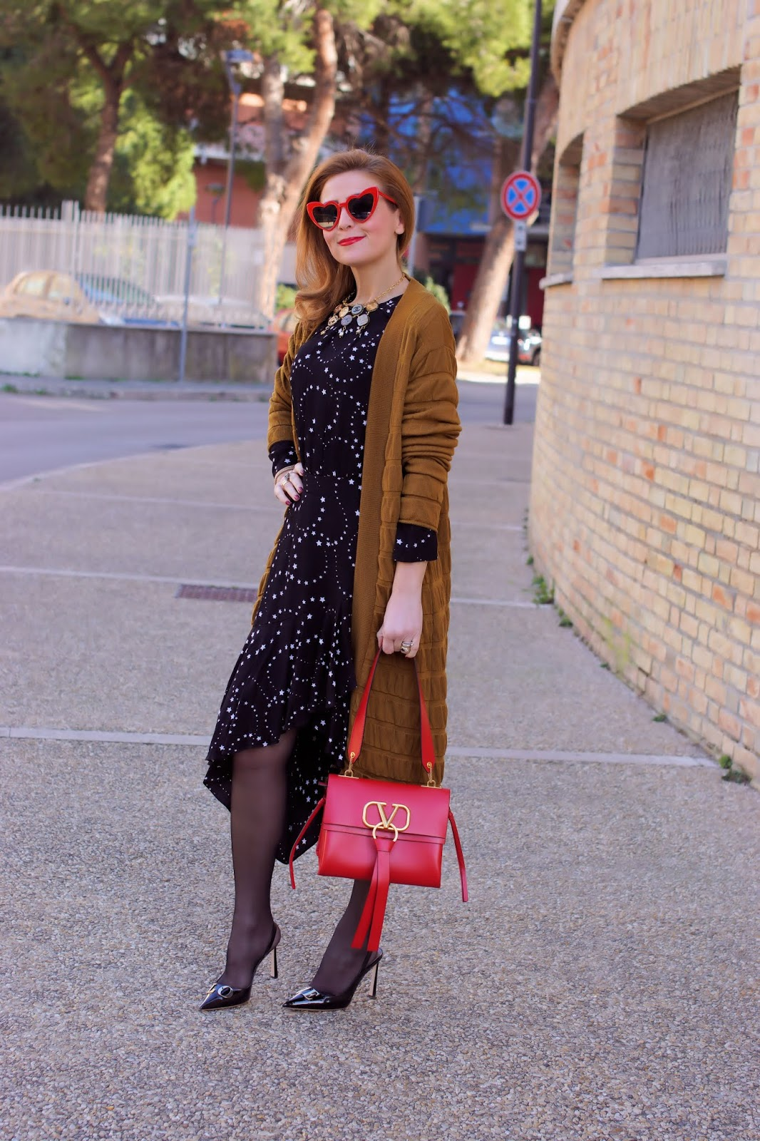 Valentine's day look: Valentino VRING bag in red on Fashion and Cookies fashion blog, fashion blogger style
