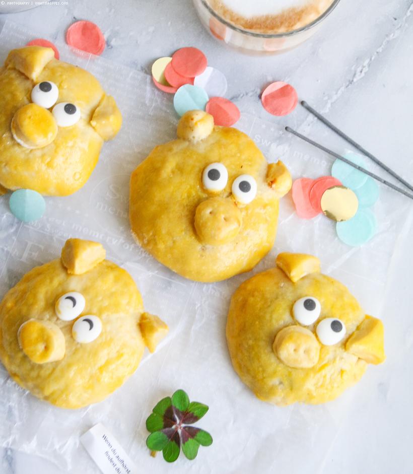 gefüllte Hefe-Glücksschweinchen