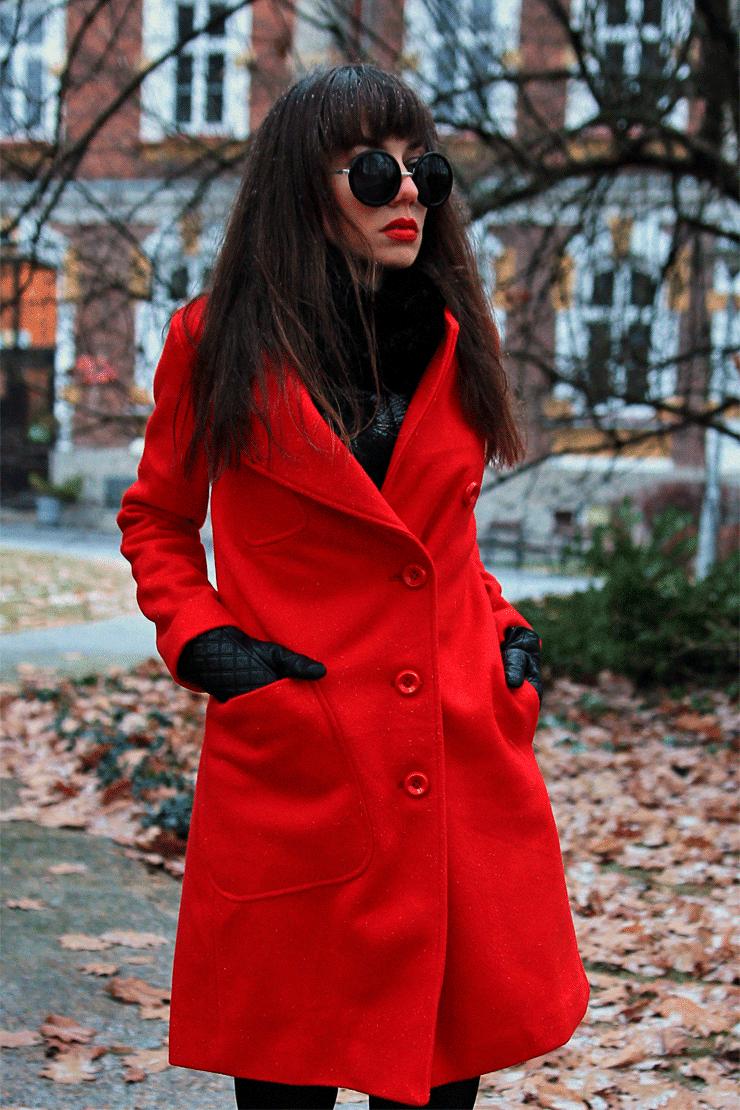 czerwony wełniany płaszcz