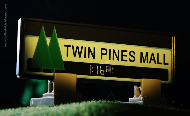 TWIN PINES MALL Playmobil Back To The Future - Calendario de Adviento (©Playmobil Geobra Branstätter)