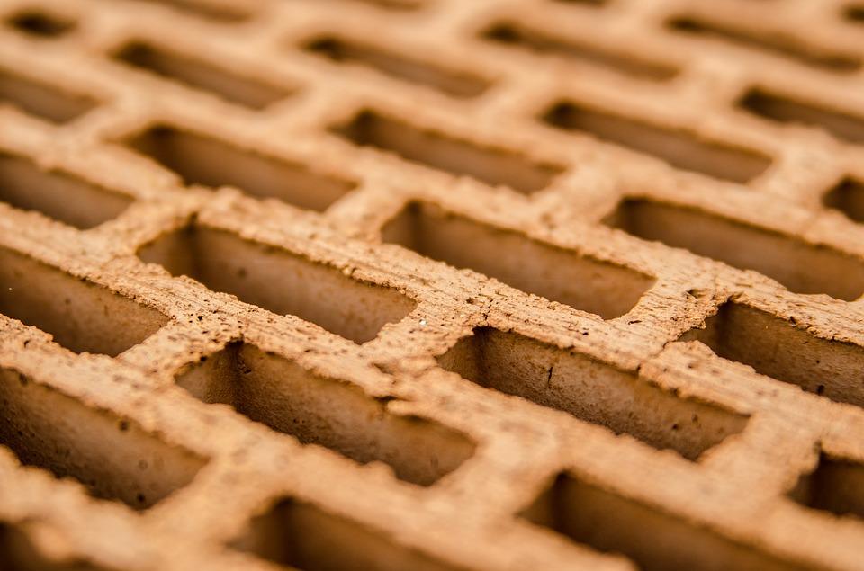 Mattoni Forati Per Recinzioni Giardino.Meglio Il Tufo O Il Mattone Forato Edilizia In Un Click