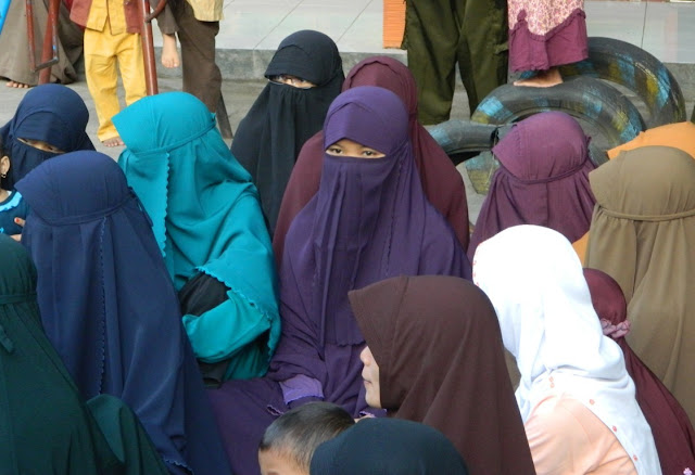 jilbab ciri wanita mukminah