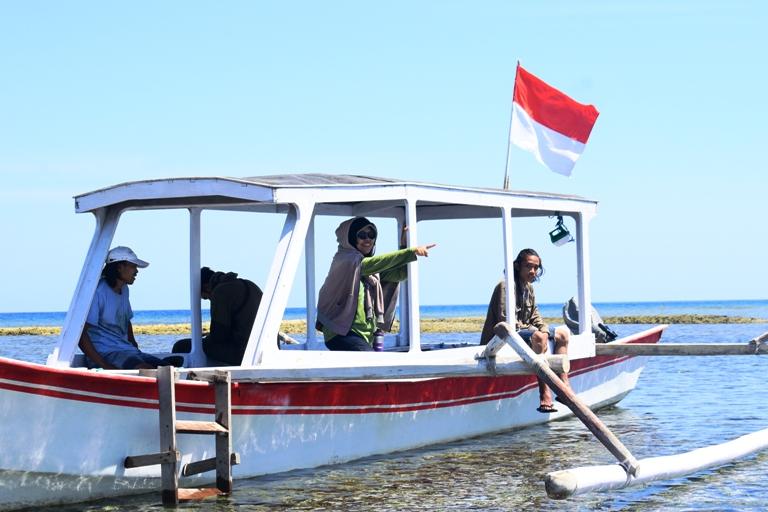 Foto usai menanam mangrove. Thanks Iman