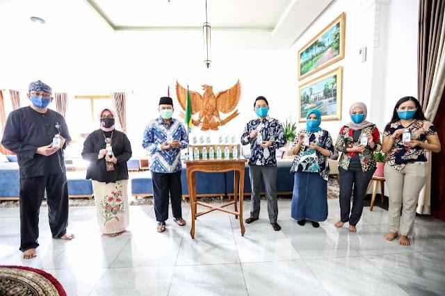 Pemkot Bandung Terima Bantuan 5.000 Botol Hand Sanitizer Dari L'oreal Indonesia