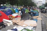 """Le camp de migrants installé depuis près d'une semaine dans le parc de la Villette, site touristique parisien, a été évacué mercredi matin et les 157 personnes présentes """"mises à l'abri"""", après avoir """"révélé la tension"""" migratoire dans la capitale, a constaté l'AFP."""