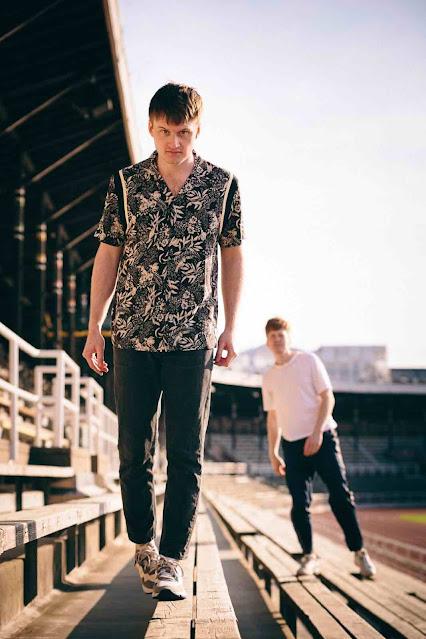 Le duo suédois Oxen présente un nouveau single très indie rock : Dark & depressive