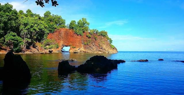 Pantai Pintu Kota - Surga Tersembunyi di Latuhalat, Ambon