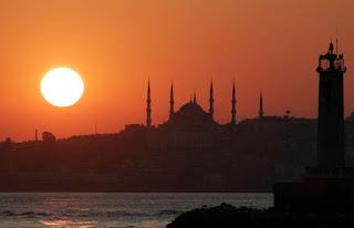 https://www.abusyuja.com/2020/08/shalat-di-masjid-yang-dibangun-dengan-uang-haram.html