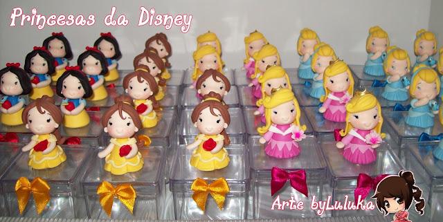 lembrancinhas na caixinha acrílica em biscuit princesas da disney