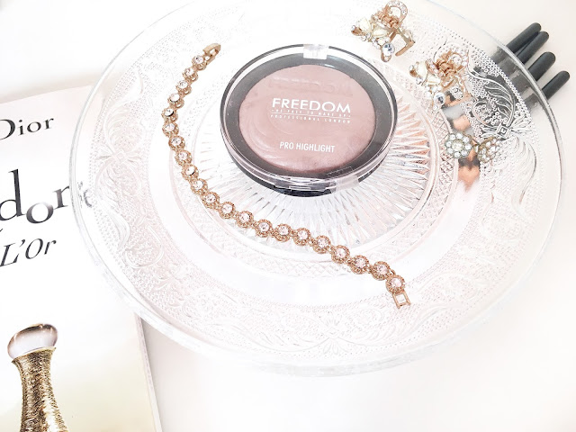 Freedom Pro Highlight Powder in Ambient