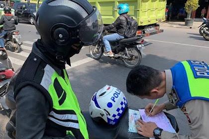 Nekat pake sirine dan lampu strobo bikers arogan ini ditilang polisi