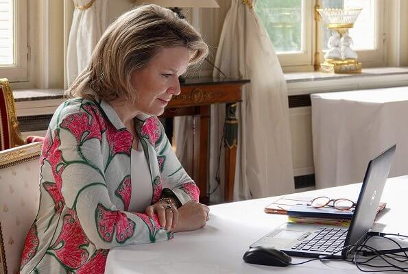 Queen Mathilde wore a floral print coat by Armani. Giorgio Armanı Duster coat. Sainte-Barbe and Open Kring care center
